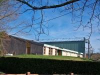 La salle des sports et son mur à gauche